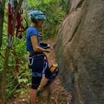 Medindo a glicemia entre uma escalada e outra, na parede da Couto Fernandes (em Laranjeiras)