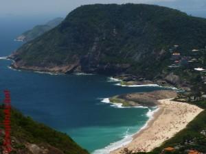 Praia de Itacoatira e o Morro das Andorinhas