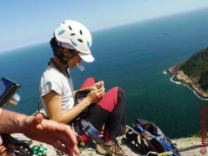 Meninas no equilíbrio: enquanto eu faço malabares com o glicosímetro e tiras para nada cair montanha abaixo...